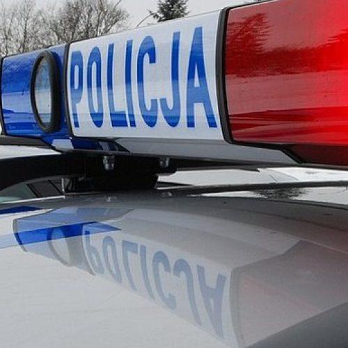Policjanci zatrzymali ich podczas próby sprzedaży kradzionego samochodu o wartości ponad 300 tysięcy złotych
