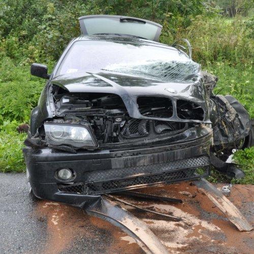 KIEROWCA BMW UDERZYŁ W DRZEWO – ZDARZENIE DROGOWE NA TRASIE DOBRE MIASTO – LUBOMINO