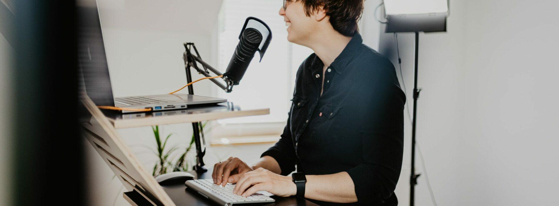 Biurka elektryczne do pracy na stojąco – dlaczego?